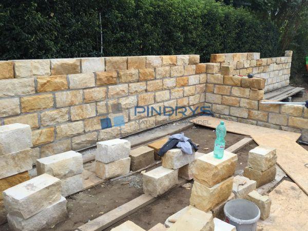 Sandstein Mauersteine 25x25x40 cm Lagerfugen gesägt, Trockenmauer aus Polen